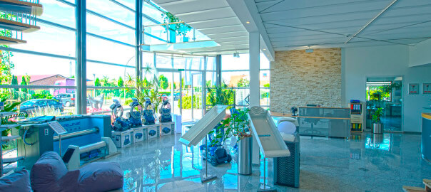 Innenausstellung für Pools und Zubehör - neu und modern