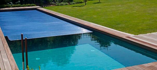 Poolabdeckung Unterflur mit Solar Lamellen aus PVC